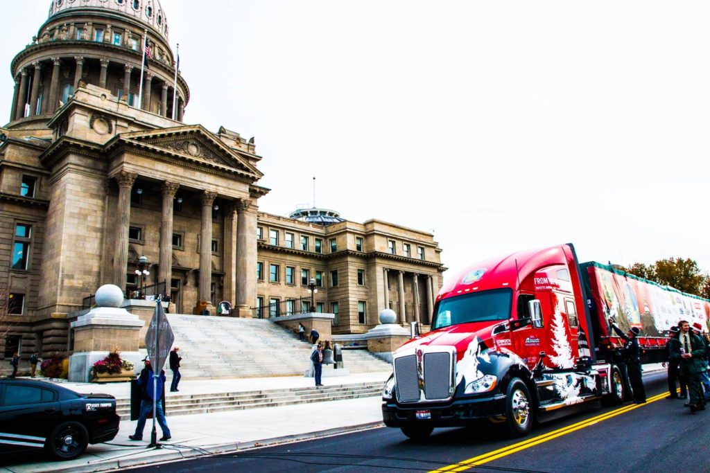 US-Capitol-Christmas-Tree-Truck